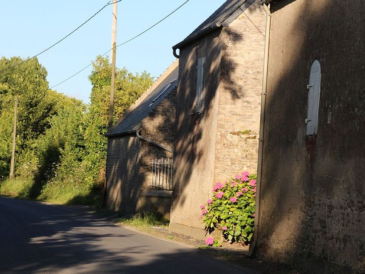 At the heart of the country of William the Conqueror and near the landing beaches, 5 km from Asnelles-sur-Mer and 7 km from Arromanches, in a small peaceful village in Normandy, our property has two houses for rent, ...