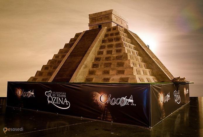 Институт шоколада (Qzina Institute of Chocolate & Pastry) – #Соединённые_Штаты_Америки #Калифорния (#US_CA) А вот этот шоколадный шедевр, являющийся точной, уменьшенной в 30 раз, копией пирамиды майя Кукулкан в городе Чичен-Ица, внесен в Книгу рекордов Гиннесса как самая большая скульптура из шоколада и будет выставлен на всеобщее обозрение с июня по декабрь этого года в Институте шоколада и кондитерских изделий компании Qzina (Ирвин, Калифорния)…