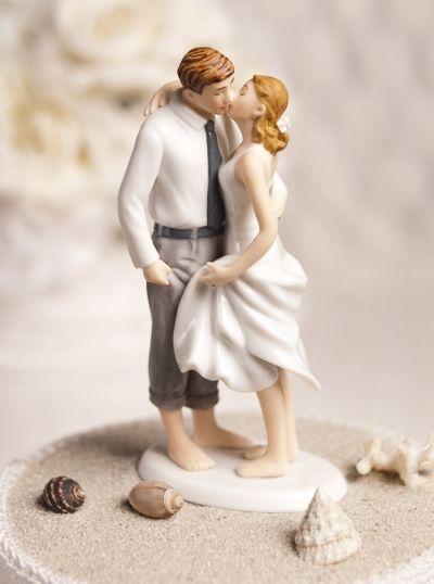 Beach wedding cake topper. So cute! | Planning your own beach wedding? We help with destination weddings: http://greattime-travel.com/destinationweddings.html