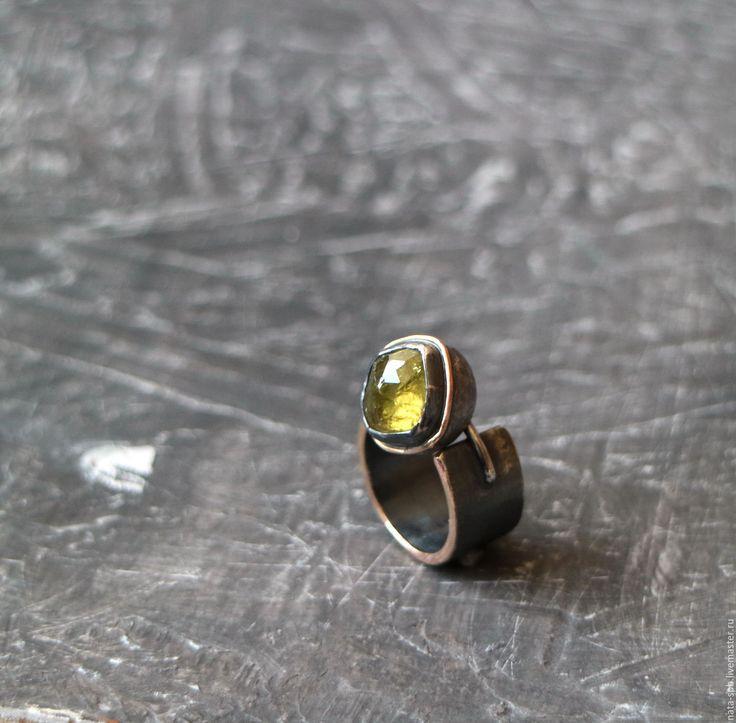 Купить -СБ- кольцо (гранат, серебро, золото) - салатовый, желто-зеленый, кольцо с гранатом