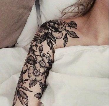 tatuajes de flores en el hombro grande