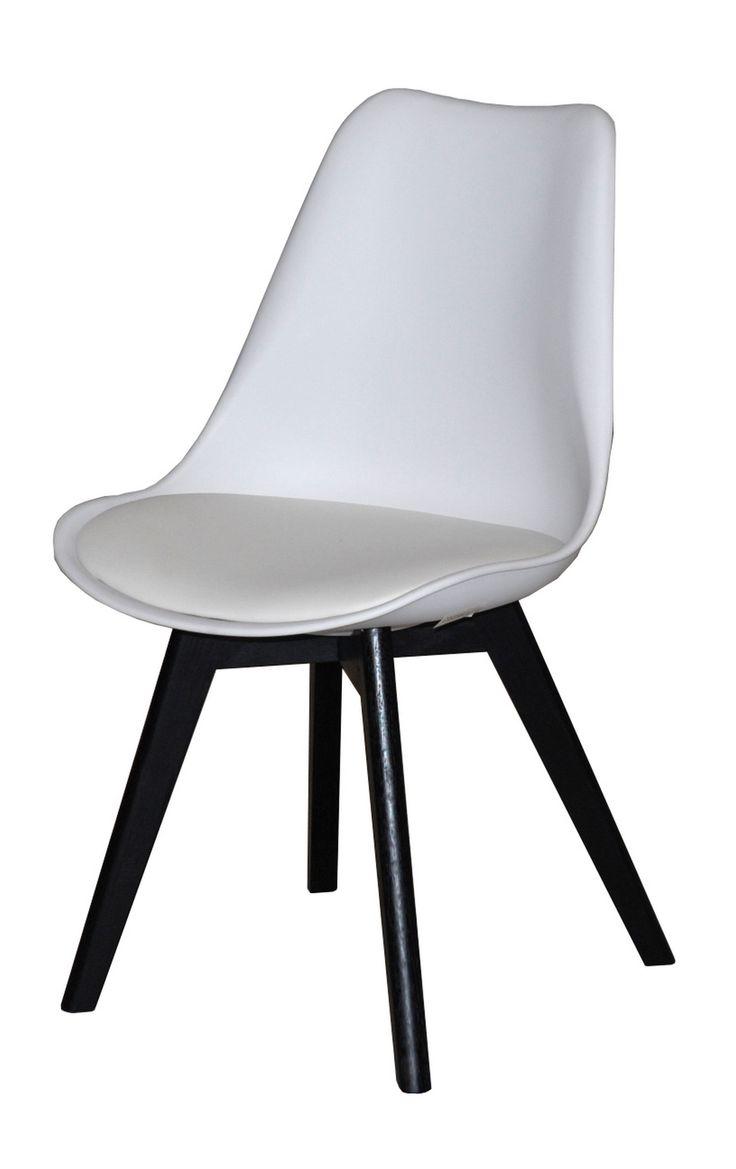 Jerry spisestuestol - Smuk og veldesignet skalstol til spisestuen med flot hvid PU-læder sæde og stel i hvid lakeret eg. Stolen har naturlige og bløde runde former, som er yderst behagelige at sidde i og kan med fordel kombineres med en af de øvrige smukke farver, for et mere personligt udtryk. Sælges i sæt á 2 stk.