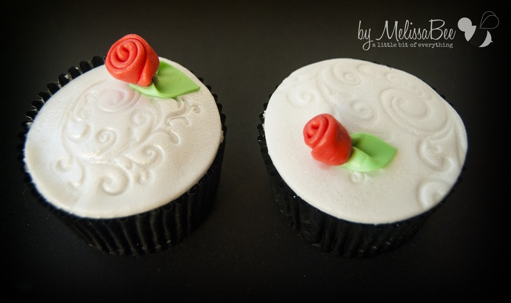 Cupcakes decorated with fondant and stamped with a swirly stamp | blog.melissabee.co.za