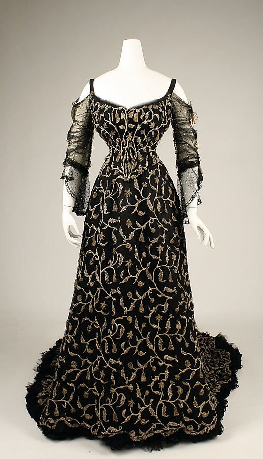 An alluringly beautiful French silk evening dress from 1904. #vintage #Edwardian #fashion