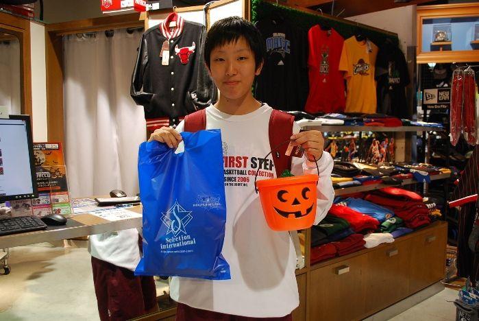 【大阪店】2014.10.26 来春から奈良の大学でバスケを頑張られるお客様です!島根から受験の日に遊びに来てくださいました!!ありがとうございます!これからは近くなるのでセレクション寄ってくださいね!お待ちしてます!
