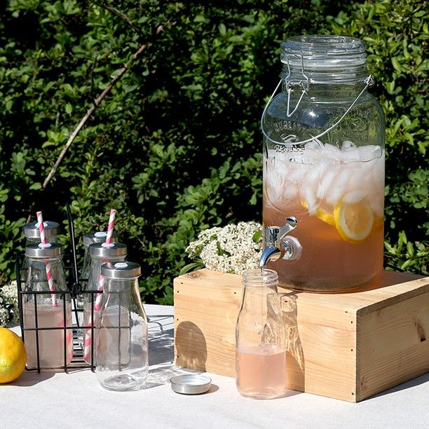The glass dispenser can contain four litres of ice tea Clara states. In stores…