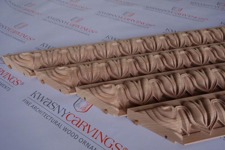Moulures decoratives sculptées en bois. #moulures #sculptés #décoratives #corniche