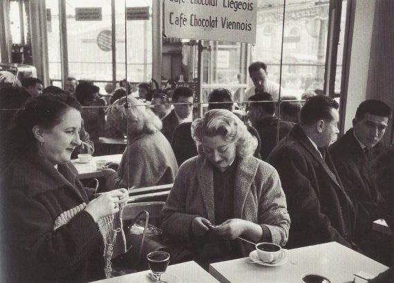 Café rue de Rivoli, 1957 (Robert Doisneau)