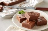 Smooth chocolate meets refreshing mint flavor to create this HERSHEY'S Chocolate Mint Fudge.