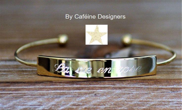 """bracelet plaque or gravé, bijoux femme gravé """"la vie en rose"""" de la boutique CAFEINEDESIGNERS sur Etsy"""