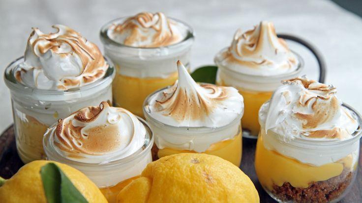 Påskegul dessert med syrlig sitron og søt marengs.