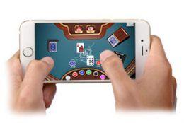 Ihr wollt mobil im Online Casino spielen? Da stellt sich die Frage: Gibt es gute Casino Apps? Mobile Gaming ist seit einigen Jahren auf dem Vormarsch. Auf den Trend reagieren natürlich auch die besten Online Casinos und stellen diverse Apps oder mobile Webseiten zur Verfügung. Wir haben für euch die Casino Apps für Android und iOS Geräte sowie zu mobilen Webseiten getestet. https://www.casinotest.de/mobile-casino-test/
