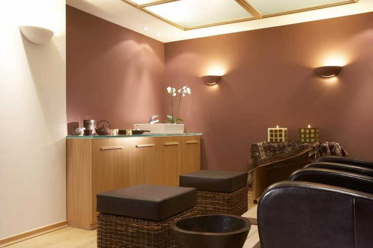 The serene environment, the exhilarating massages, the soft music and an ancient blend of spa therapies, create a world of inner peace and enlightenment... http://www.cityhotel.gr/day-spa-thessaloniki.php