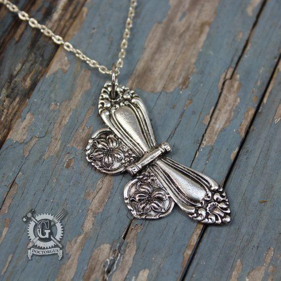Lepel vlinder hanger geïnspireerd door antiek door doctorgus
