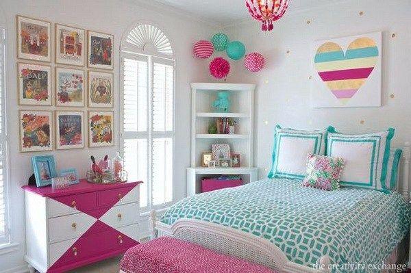 DIY framed calendar prints for teen girls' bedroom decor. These DIY framed calendar prints make a fun gallery wall in this bedroom.