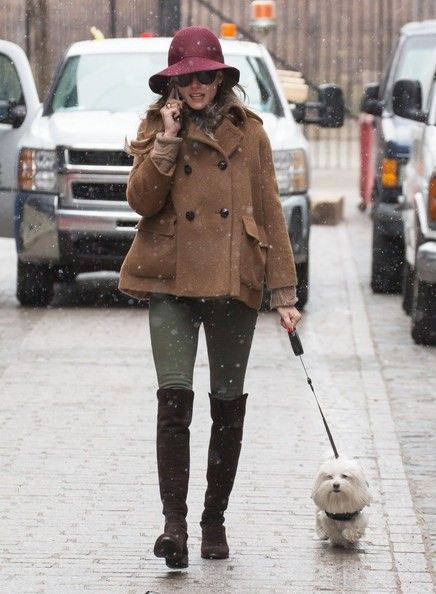 Olivia Palermo Pictures - Olivia Palermo Walks Her Dog - Zimbio