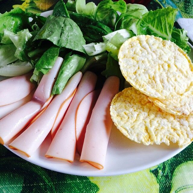 #lunch: #lettuce, #roast #turkey and three #corn #cakes  #pranzo: #lattuga, #tacchino arrosto e tre #gallette di #mais #diet #springlunch #italianlunch #lunch #italianfood #springfood #food #healthy