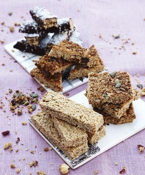 Få 4 gode opskrifter på hjemmelavet müslibar. Der er alt fra en müslibar med chokolade til en sund müslibar med frugt.