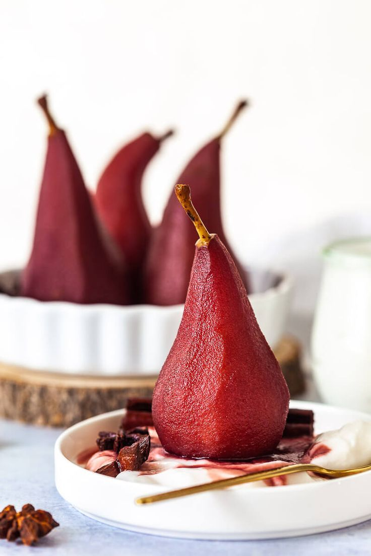 Spiced Red Wine Poached Pears In 2020 Wine Poached Pears Poached Pears Dessert Poached Pears