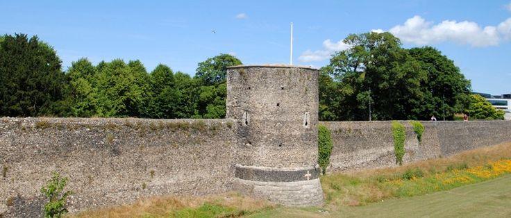 Canterbury City Wall - flint construction