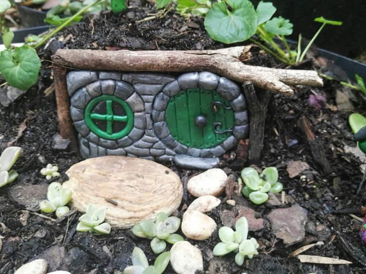 Hobbit house in progress, waiting for the native violets to grow over the top.