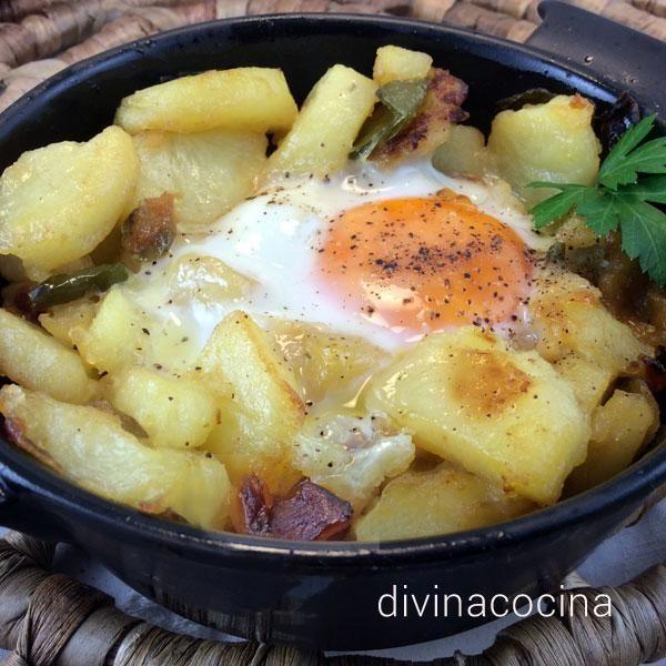 Estos huevos con patatas al horno se pueden preparar a tu gusto de varias formas. Te dejo mi receta y otras ideas si quieres simplificar la elaboración.