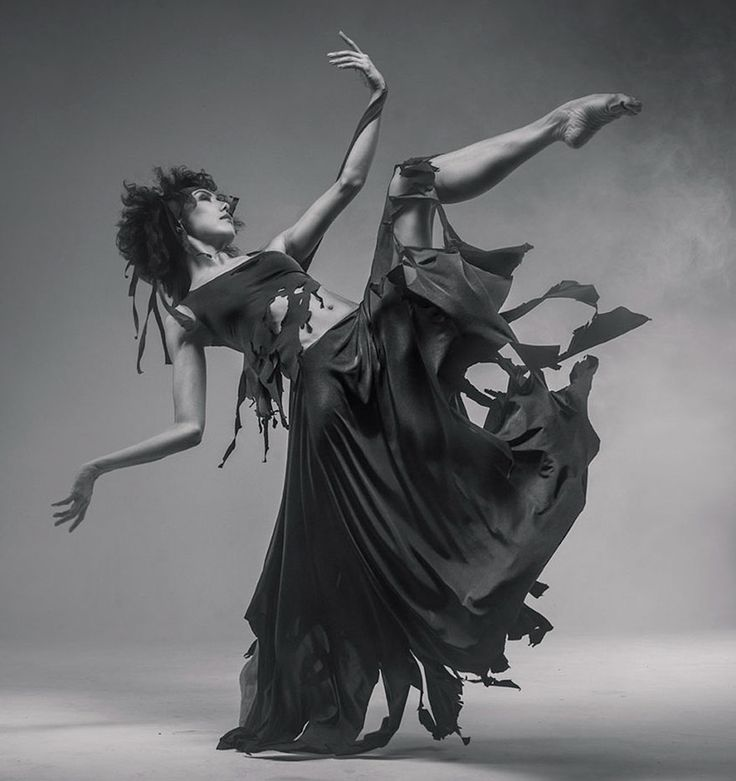 Vadim Stein is a Ukrainian photographer who captures elegant pictures of dancers in motion.