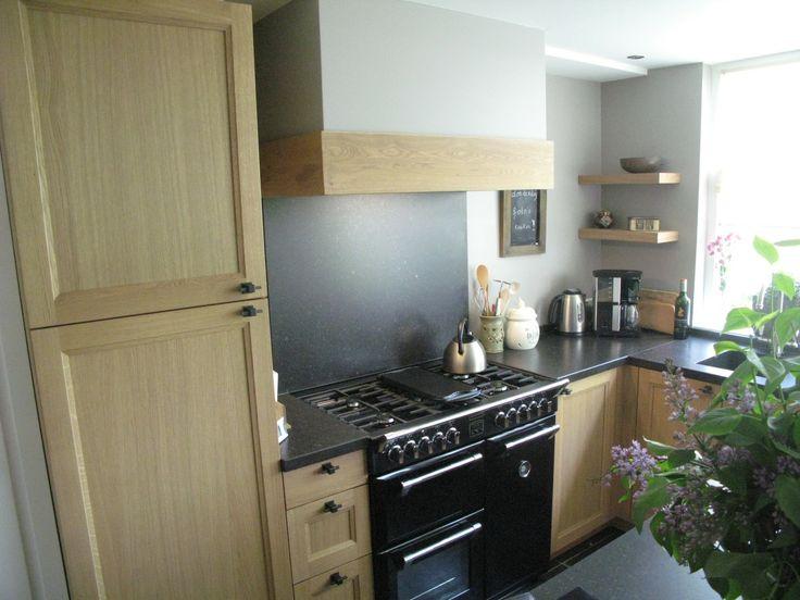 Traditioneel massief eiken keuken afgewerkt in zgn moncoat kleur mooi stoves fornuis werkblad - Werkblad silestone ...