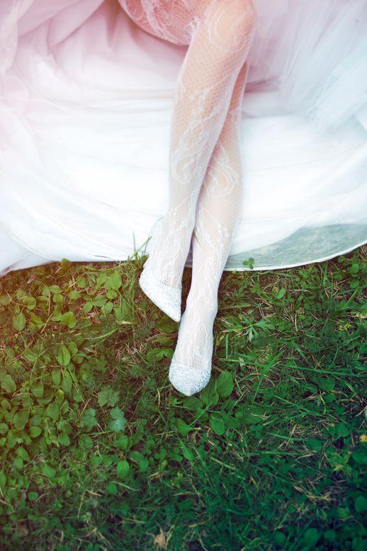 bride`s feet