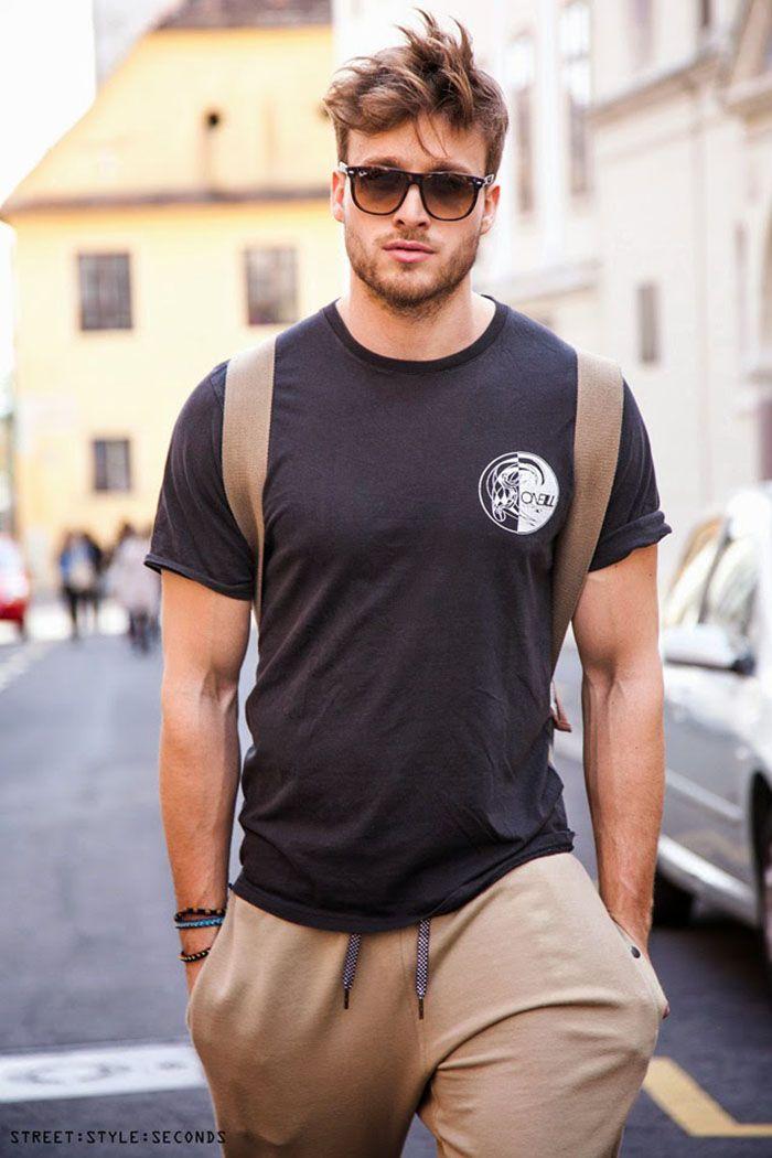Um pouco mais de referências esportivas, como essa camiseta de luta, estão liberadas na moda jovem masculina pro verão 2016.