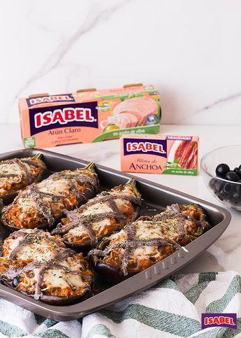 Berenjenas a la siciliana, receta paso a paso. Las berenjenas a la siciliana se gratinan con un relleno de berenjenas, atún, tomate, y anchoas.