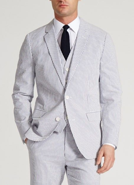 A seersucker suit is appropriate only at weddings that take place between the end of May and the beginning of September, and even then the wedding must be a casual affair. It may take place in July, but a seersucker suit would not be appropriate at an evening wedding where formal dress is required.