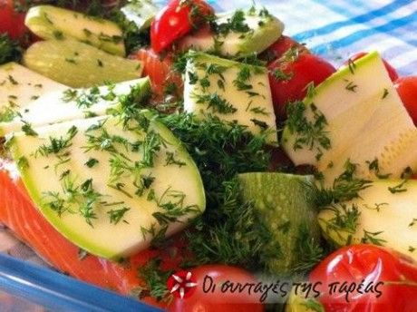 Σολωμός στο φούρνο με λαχανικά και μυρωδικά
