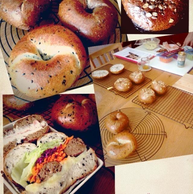 パン教室にて♡ レーズン酵母液からのベーグルです。 一般のベーグルよりももっちりフワフワです(=^ェ^=)  そしてベーグルの作り方の他に、サンドにする時のコツや具の事も教わりました。 どうしても、サンドイッチがマンネリ気味になってしまうので助かります(^^;; - 33件のもぐもぐ - マルチグレインのベーグル&黒ゴマのベーグル by karekokomar90
