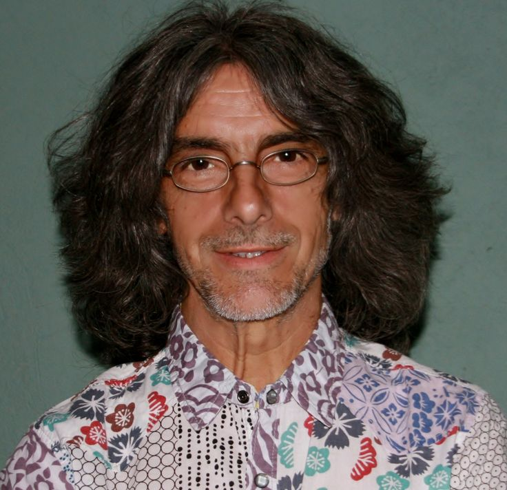 Vicente Cassanya es astrólogo. Autor del Anuario Astrológico, best seller en España y América desde 1992. Ha sido presidente de Astrólogos del Mediterráneo y director de las revistas astrológicas Urania (1984-86) y Tu Suerte (1998-2015).