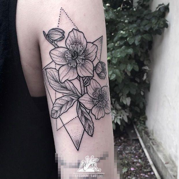 Sarah Herzdame, mais conhecida como Tilldth Tattoo, cria traços fortes e precisos na pele em estilo Dotwork (pontilhismo).