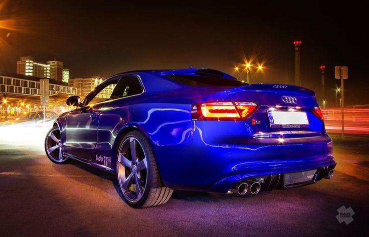 Audi S5 blue wrap - neon blue wrap + accessories.