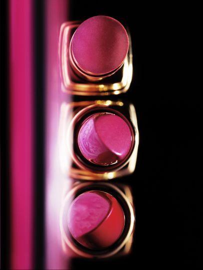 Still Life photographer Candice Milon - Rouge à lèvres Chanel #neon #editorial #lipstick