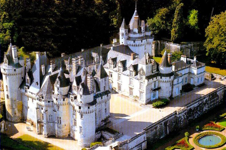 Замок Юссе, Франция.