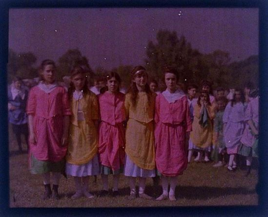 charles-c-zoller-young-girls-1907-1932-autochrome