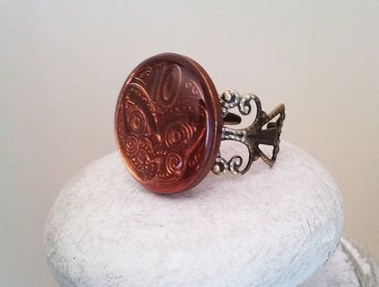 This is a 10c coin ring with Maori warrior image. This is an actual coin set in resin to give it a gem like finish and placed into a bronze setting. It is unusual and uniquely kiwi. These are all unique and are imagined by me before I recreate my ideas into wearable jewellery. Please browse through ...