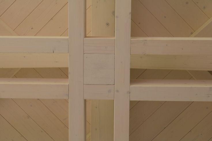 Struttura in legno lamellare di abete con capriata incrociata e brise soleil in legno di larice naturale - Monaco della capriata incrociata