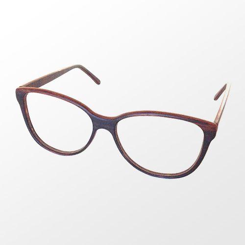 Lunettes faites à 100% de bois / 100% wood glasses.