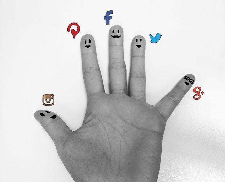 Quando un Social Media Manager ti chiede una mano intende questa mano!