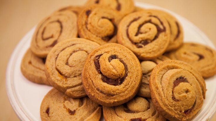 Une recette de galettes aux dattes et aux amandes, présentée sur Zeste et Zeste.tv