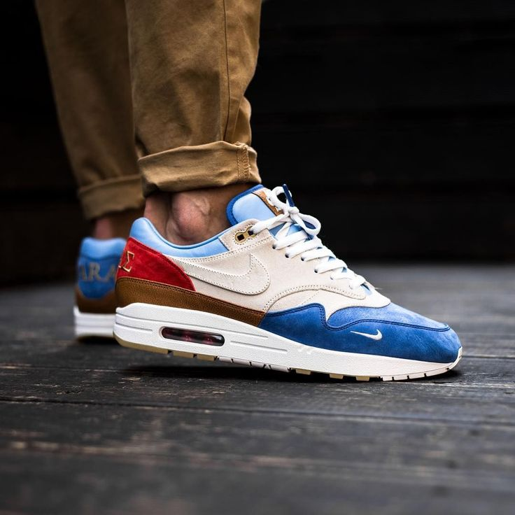 An Air Max 1 Bespoke TAPA in honor of the city of Taranto WAVE ...