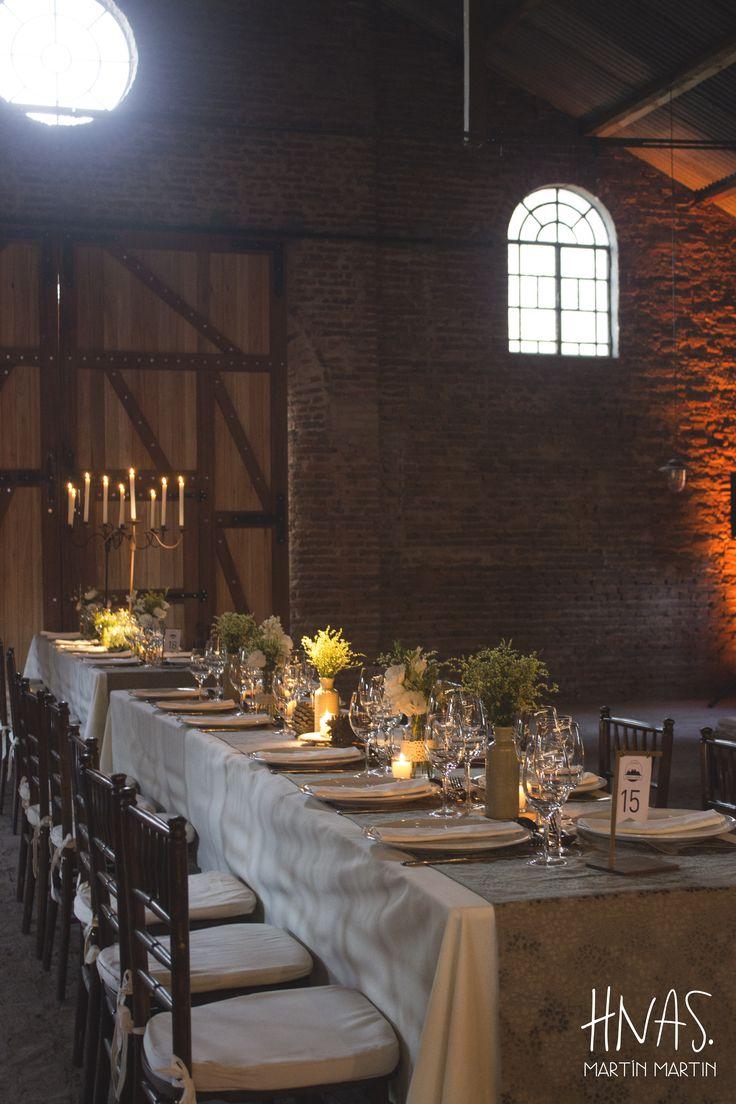 Estancia Santo Domingo, Lobos - casamiento - boda - ambientación - wedding - decorwedding - campo - caballerizas centro de mesa, centerpiece, silla tiffany de madera