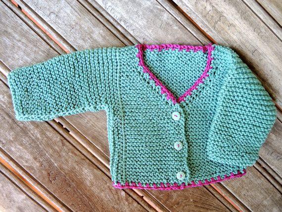 Chaqueta verde menta bebé. Rebeca verde y rosa por BelleKnitting