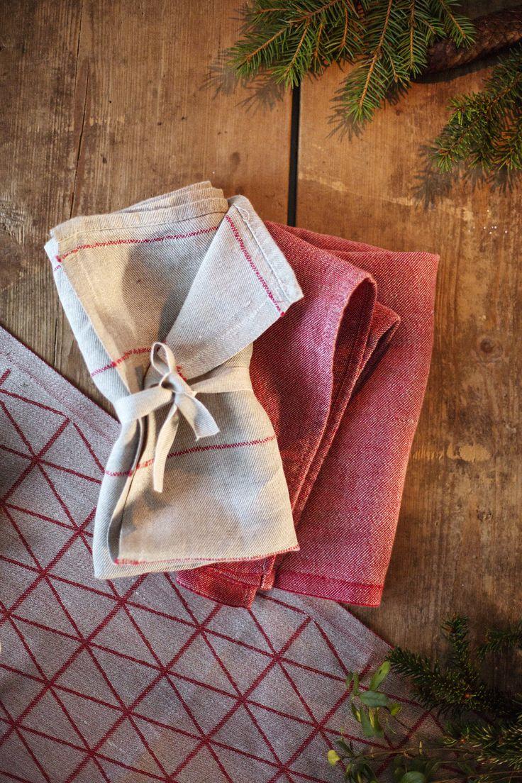 Christmas spirit. LIISA and USVA napkin in 100% washed linen. COLOMBINA towel. Made by Lapuan Kankurit.