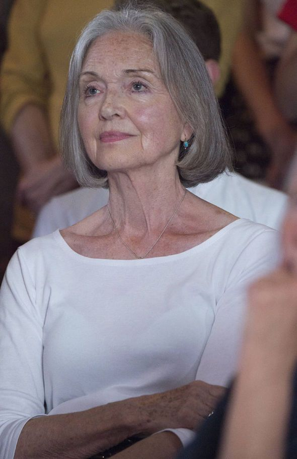 Anna Ford At 71 Years Old  Beautiful Older Women In 2019-5721